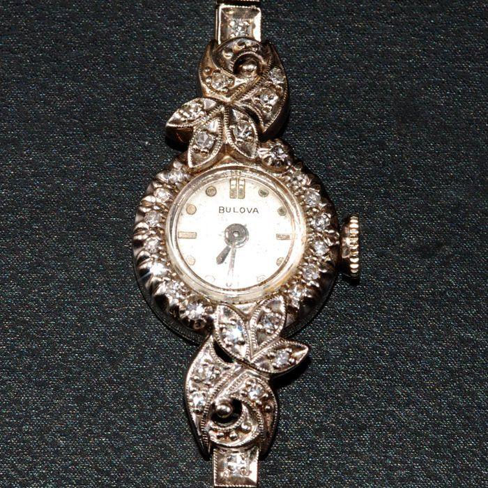 Đồng hồ Bulova đính kim cương quý phái