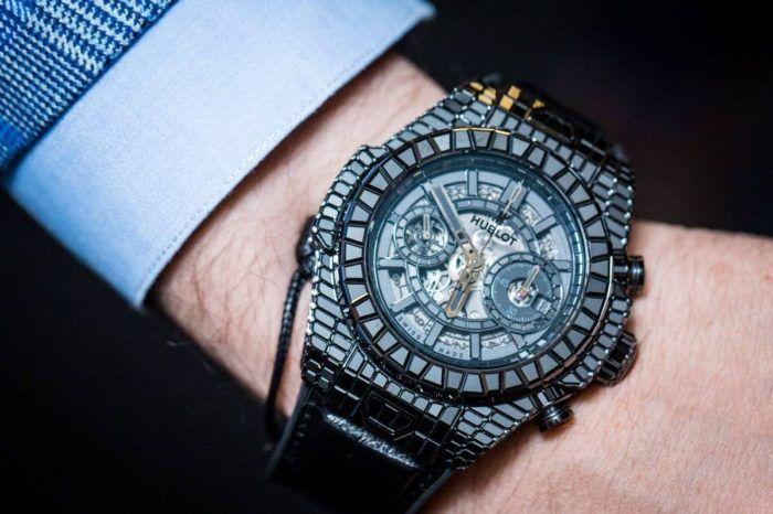 đồng hồ Hublot đính đã được bán trôi nổi