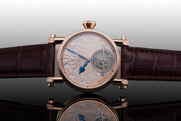 Chiếc Speake-Marin Dong Son Tourbillon nền trắng