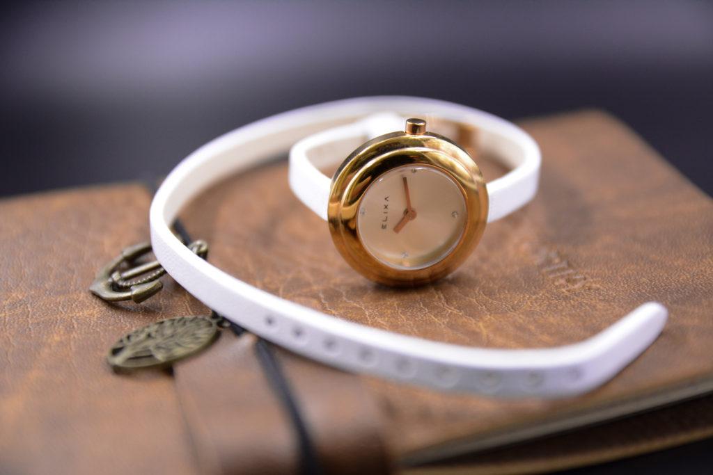 đồng hồ dây da màu trắng