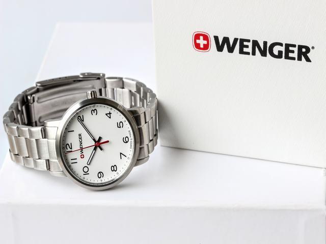 đồng hồ dây kim loại wenger
