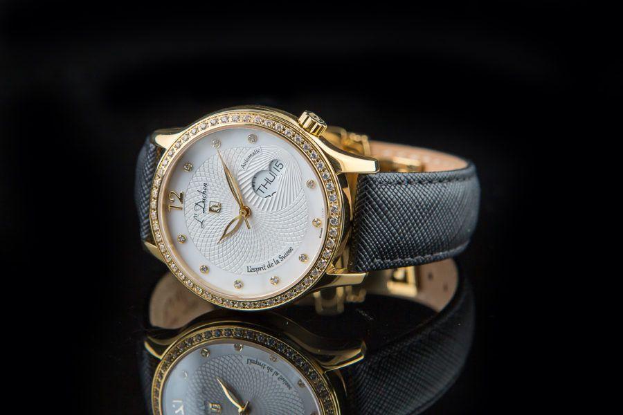 nên mua đồng hồ nữ hãng nào