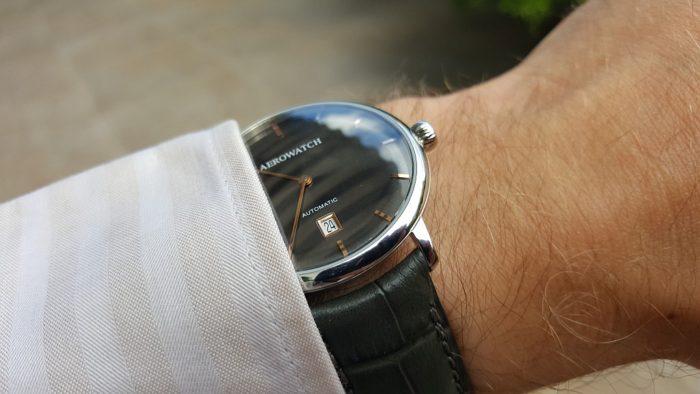 đồng hồ Aerowatch nam dây da có đắt không
