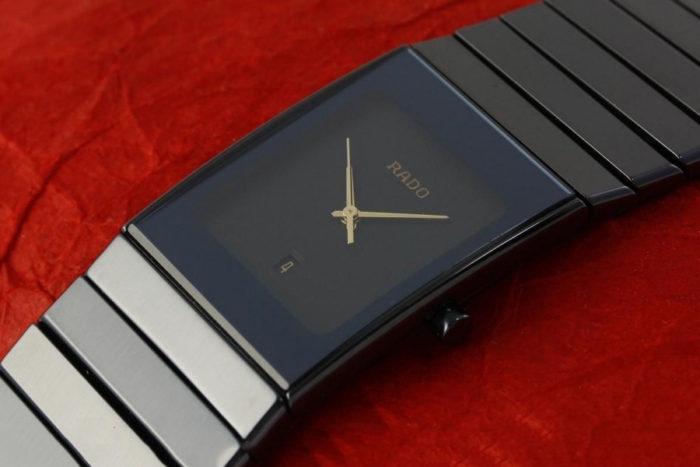 sản phẩm đồng hồ Rado dây đá