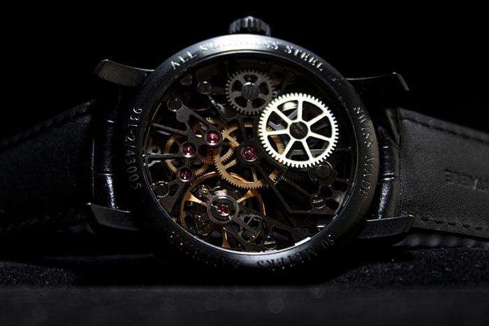 đồng hồ Aerowatch lộ máy