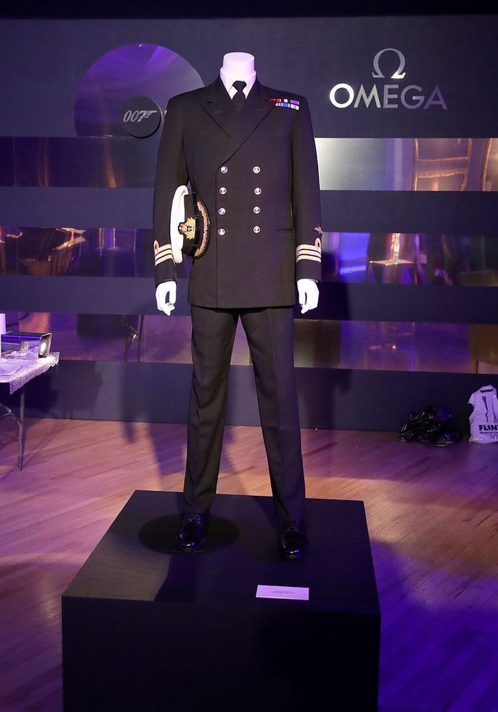 thiết kế trang phục cho 007