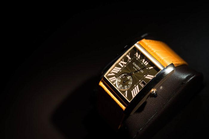 đồng hồ mặt vuông dây da Cartier