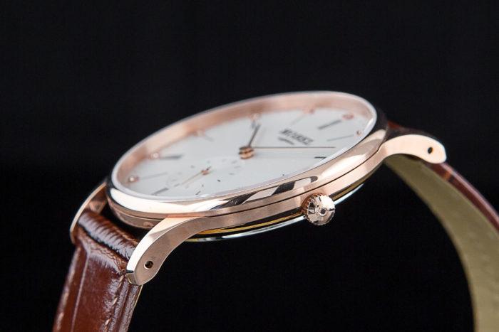 vỏ của đồng hồ Nobel làm từ gì