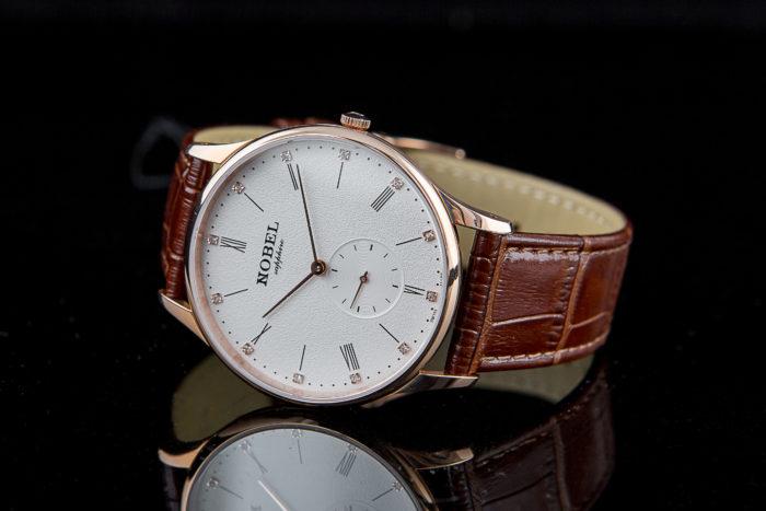 Đánh bóng dây đồng hồ Nobel tại Hà Nội