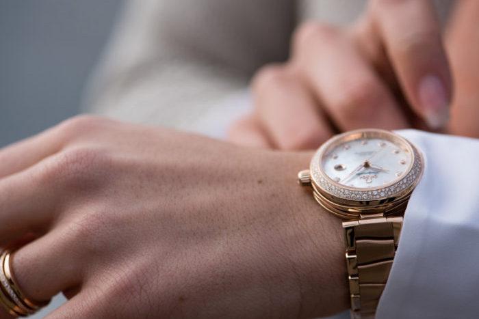 mẫu đồng hồ Omega nữ dây kim loại