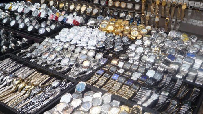 Đồng hồ hàng hiệu giá rẻ được bầy bán tràn lan ngoài thị trường