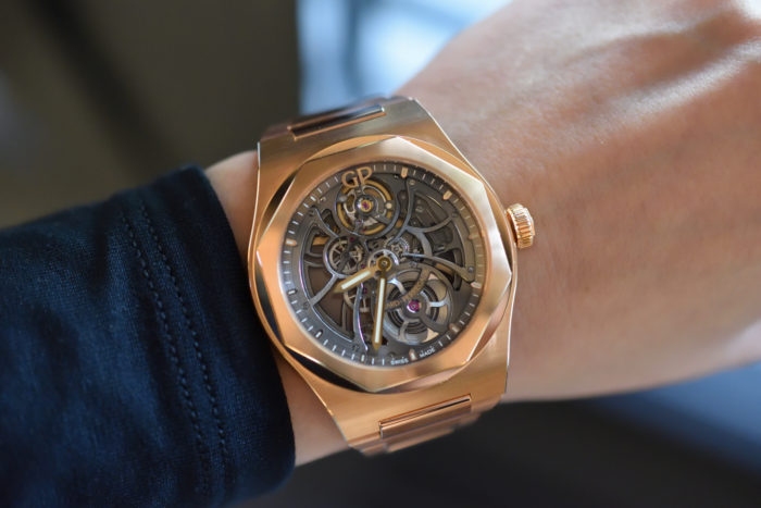 đồng hồ Girard Perregaux Laureato 2017 lộ cơ