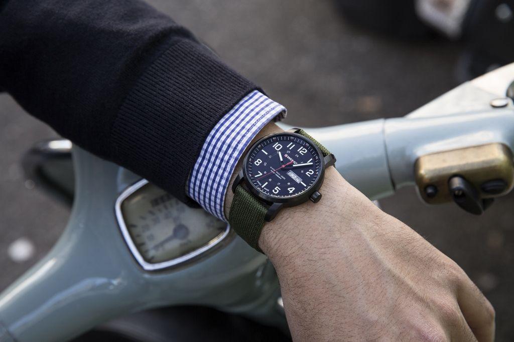 đồng hồ máy quartz đo thời gian chính xác