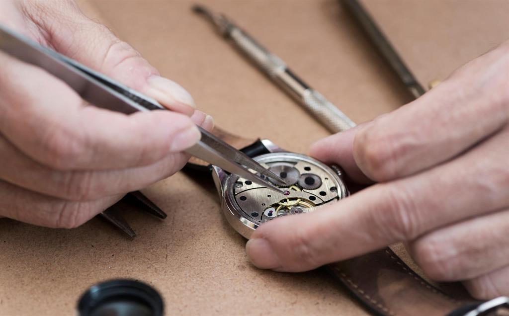 nên biết cách chăm sóc đồng hồ quartz