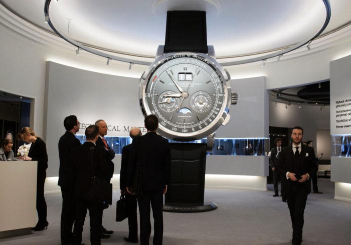 đồng hồ phiên bản lớn tại sihh