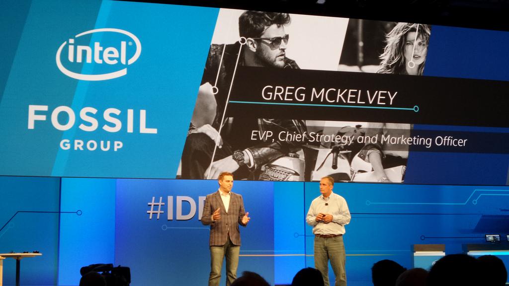 """Fossil """"bắt tay"""" với gã khổng lồ công nghệ Intel"""