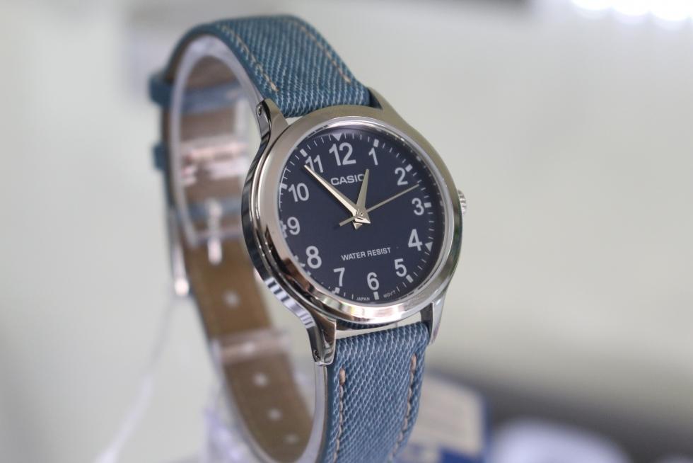 giá đồng hồ quartz nữ