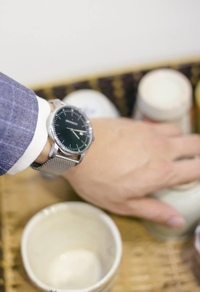 đồng hồ nam tay nhỏ dây kim loại