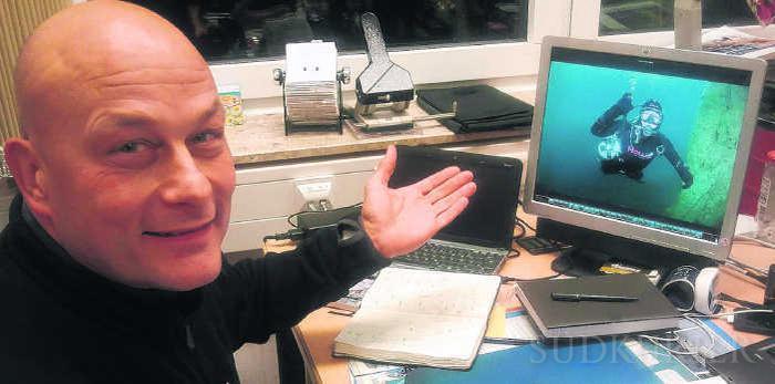 sĩ quan hải quân Jens Honer và thú chơi đồng hồ lặn