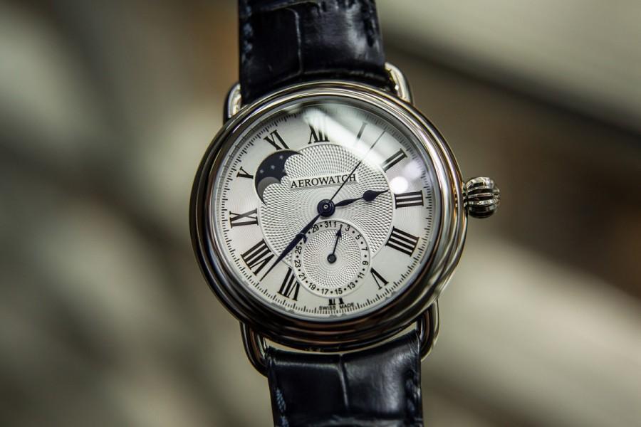 một chiếc Đồng hồ nam tự động Aerowatch