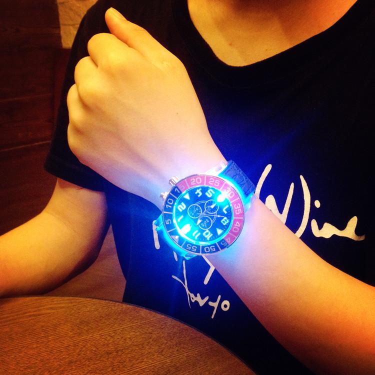 Đồng hồ dạ quang Hàn Quốc