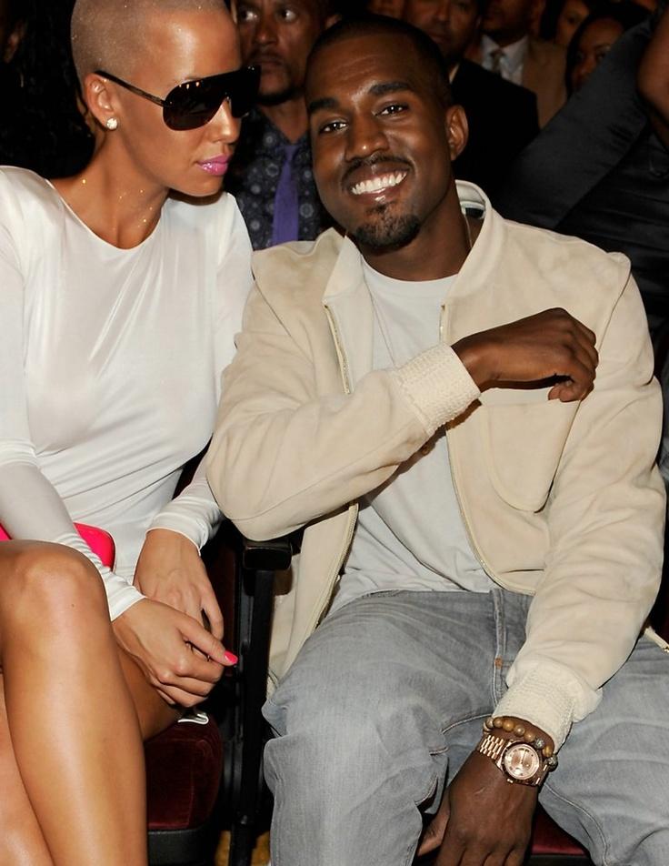 Kanye West đeo đồng hồ Tiret