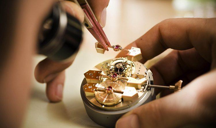 Cách thay dây đồng hồ kim loại
