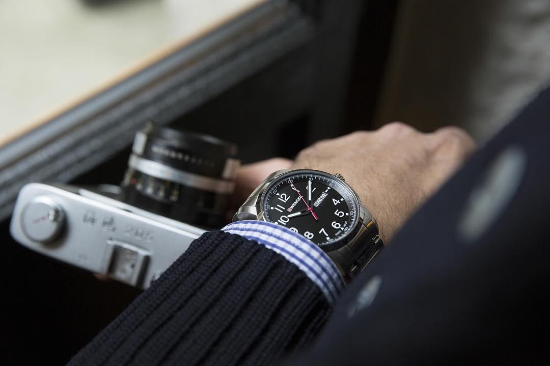 đồng hồ nam dây kim loại đẹp