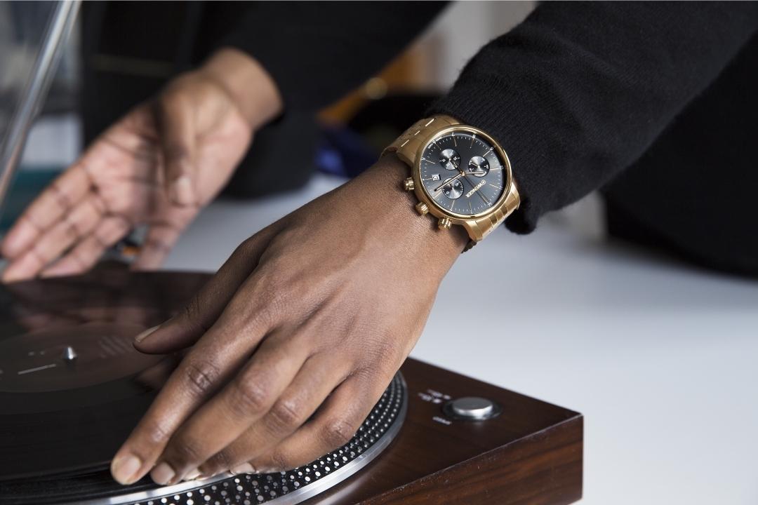 cách tháo dây đồng hồ kim loại