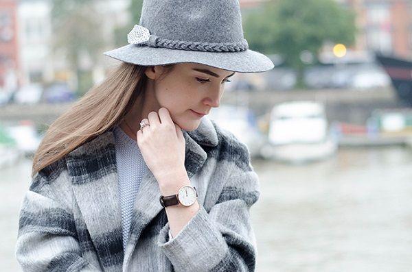 Đồng hồ deo tay nữ mặt tròn