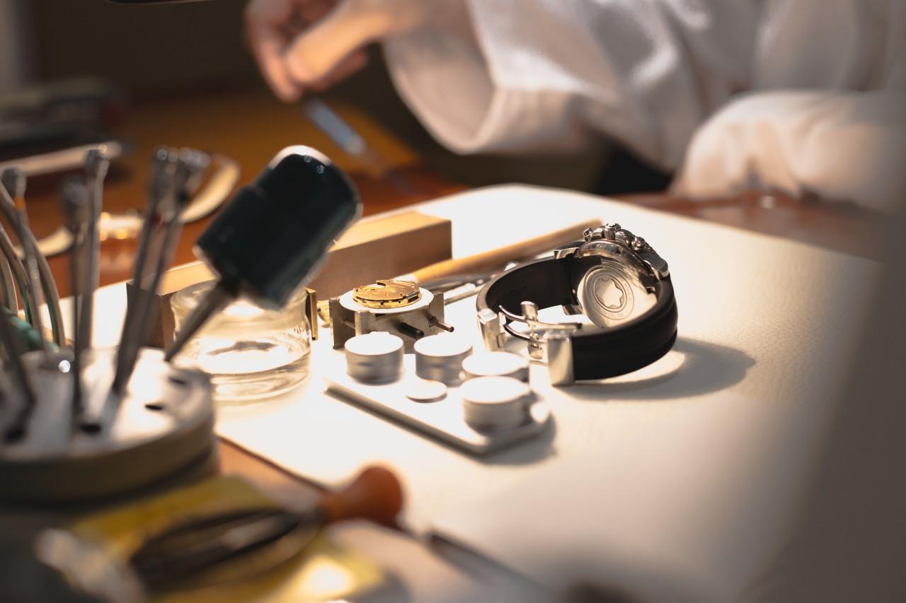 dụng cụ để thay pin đồng hồ