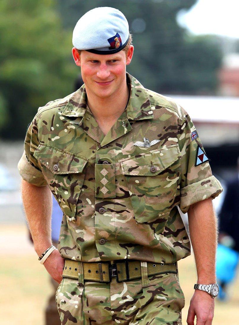 Hoàng tử Henry đeo đồng hồ Rolex Explorer II Polar