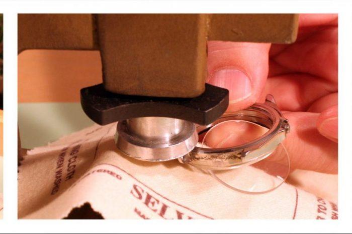 Kiểm tra để tiến hành thay kính đồng hồ