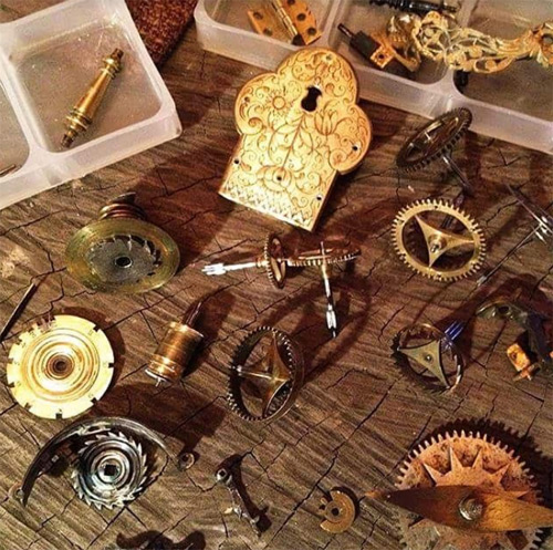 Đồng hồ nơi quy tụ những chi tiết đắt sắt ra miếng