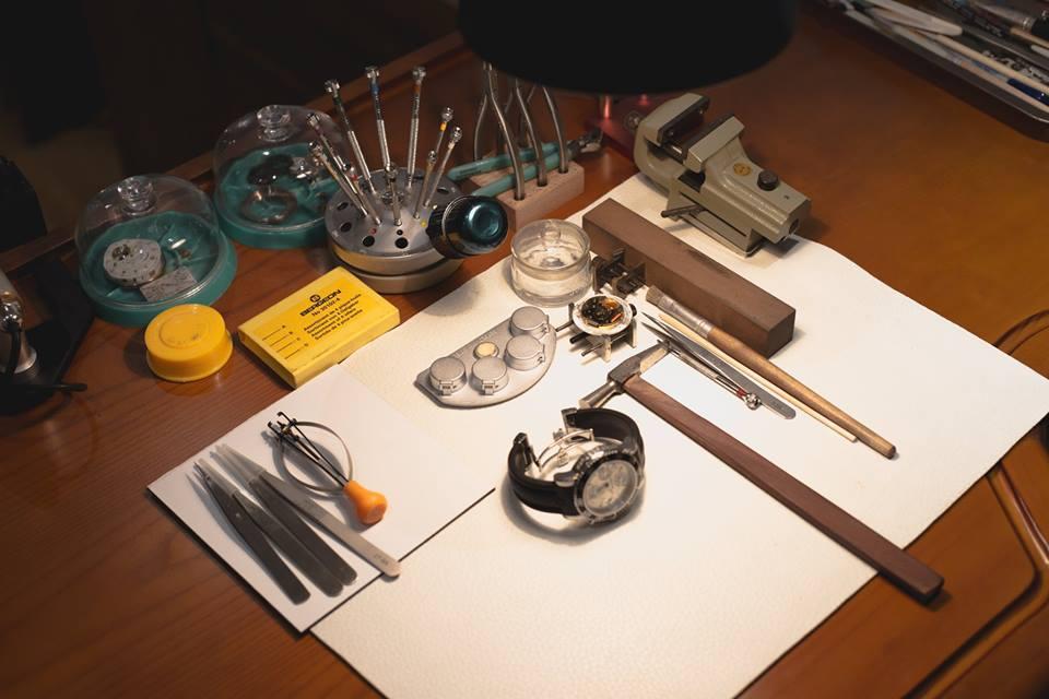 cách cắt dây đồng hồ kim loại