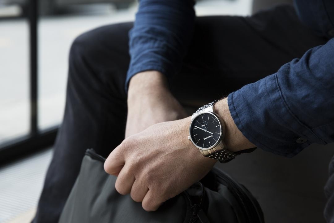 Đồng hồ cao cấp dây da từ Thụy Sỹ hiệu Wenger