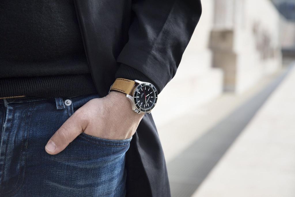 "đồng hồ Wenger tiêu chuẩn ""Swiss Made"""