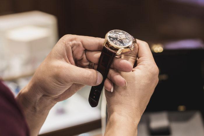 chi phí sửa chữa đồng hồ