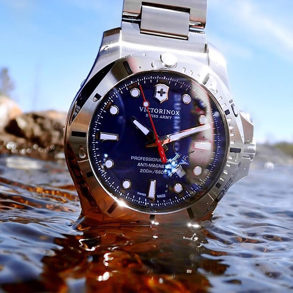đồng hồ Victorinox